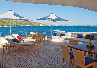MJII-benetti-yacht-umbrellas-vela