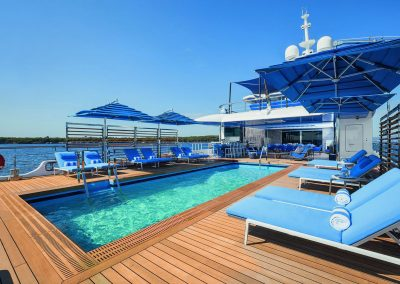 Yachtingline-umbrellas-Seasense-Benetti-Beachclub-Dining-5