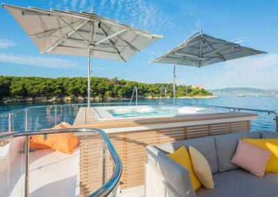 yachtingline-girasole-umbrellas-multivalvola-yacht-dyna-sun-deck-jacuzzi